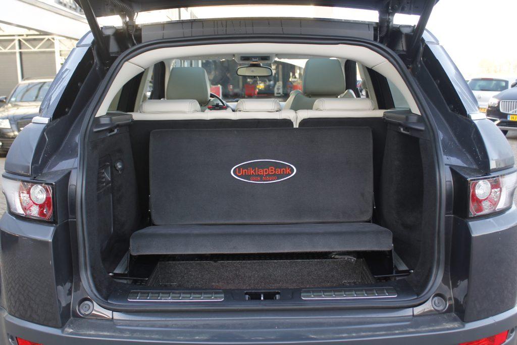 Een regulier Uniklapbankje in een Range Rover Evoque