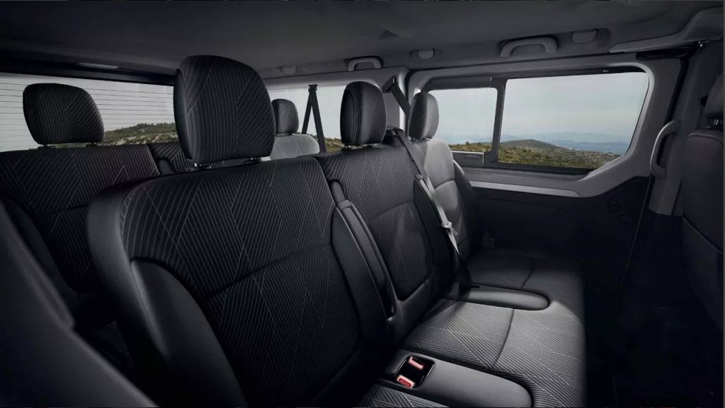 De Renault Trafic Passenger van 2015-2020 - interieur